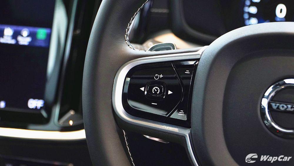 2020 Volvo S60 T8 PHEV R-Design Interior 005