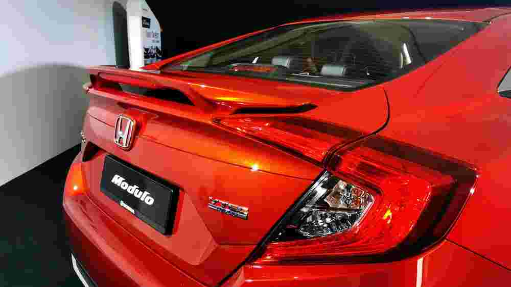 The new 2020 Honda Civic FC facelift looks best in Passion Red Pearl colour
