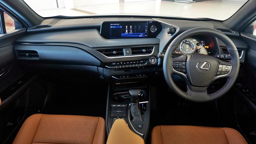 Lexus UX 03