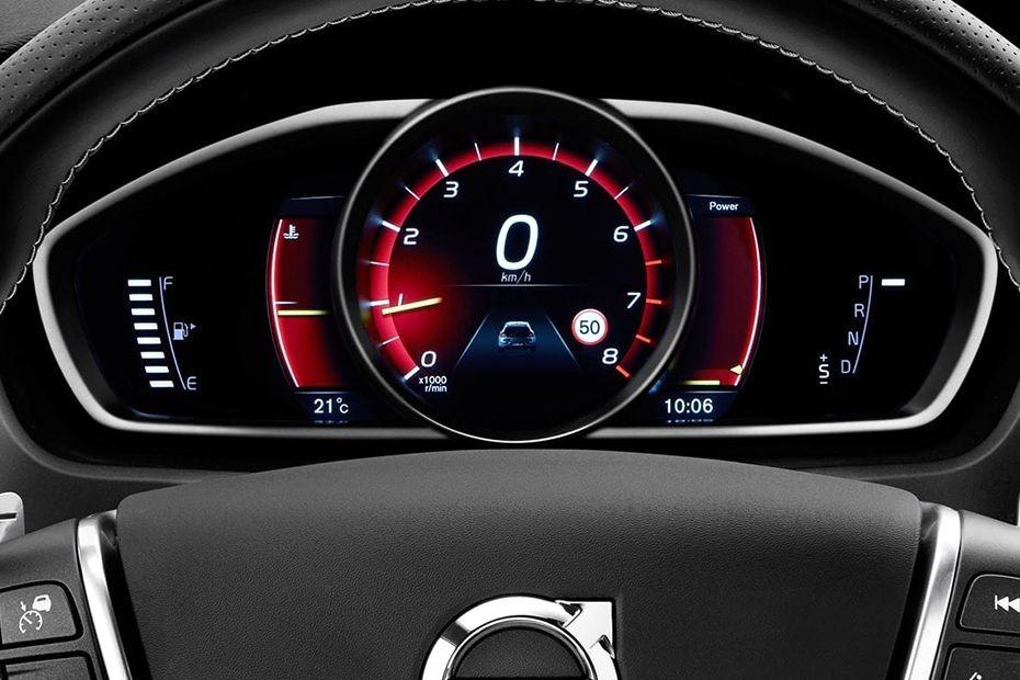 Volvo V40 (2018) Interior 004
