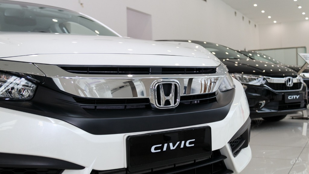 2019 honda civic lx sedan-I am studying French in uni. If I got RM50k for the first car should I get 2019 honda civic lx sedan? Should i just give it up?01
