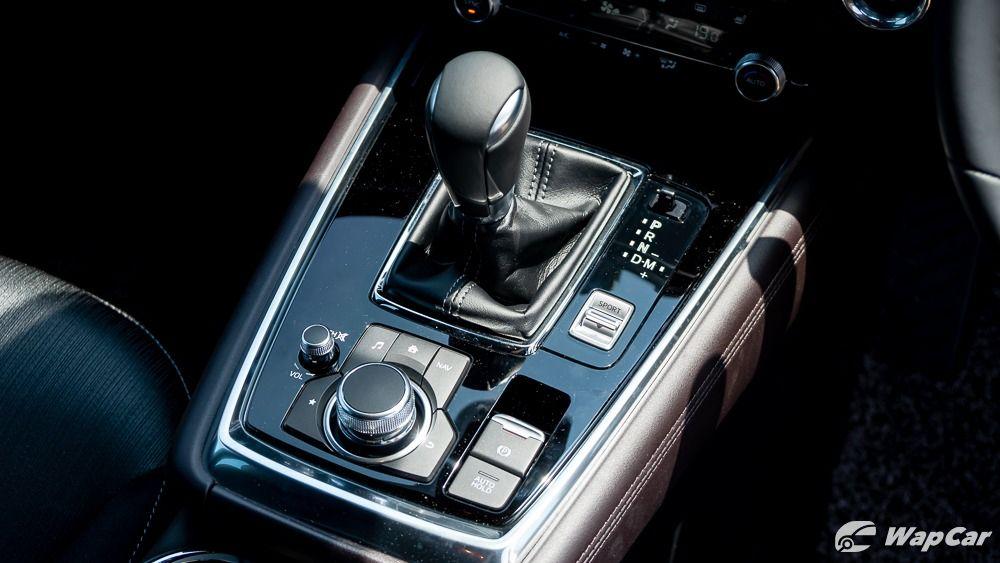 2019 Mazda CX-8 gearshift
