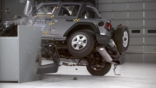 Video: Jeep Wrangler rolled over onto its side after hitting barrier in crash test