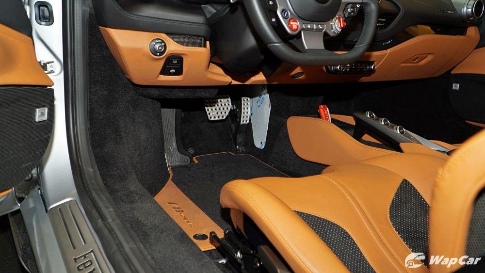 2020 Ferrari F8 Spider  Interior 004