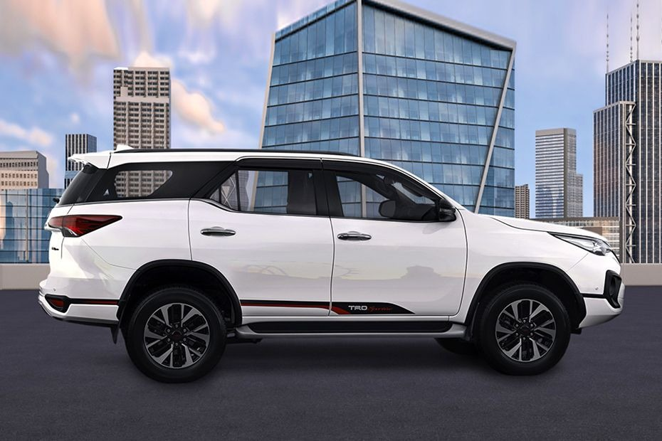 Toyota Fortuner (2018) Others 004