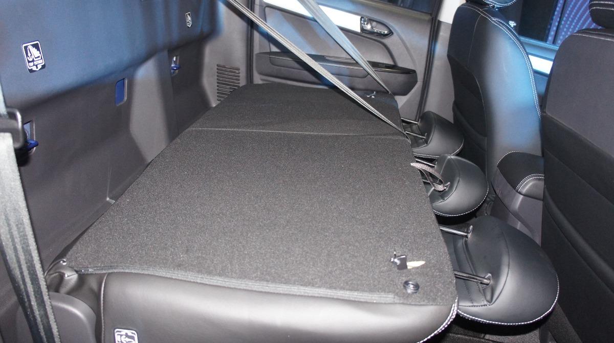 Isuzu D-MAX (2019) Interior 010