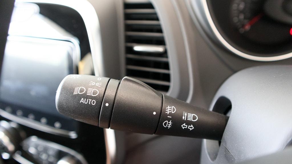 2017 Renault Captur TCe 120 EDC (CKD) Interior 010