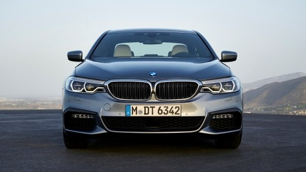 2020 (G30) BMW 5 Series facelift vs pre-facelift, is newer better?
