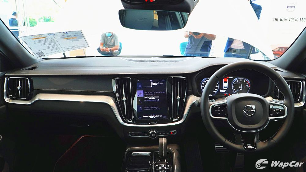 2020 Volvo S60 T8 PHEV R-Design Interior 001
