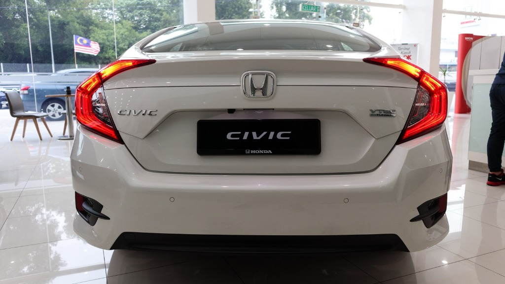 carlist honda civic- I am going to start a new job next week. Why does each carlist honda civic differ aesthetically? Should i just not worry?01
