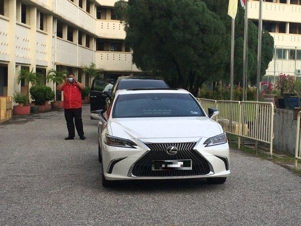 Menteri Besar Perak tukar Toyota Camry kepada Lexus ES