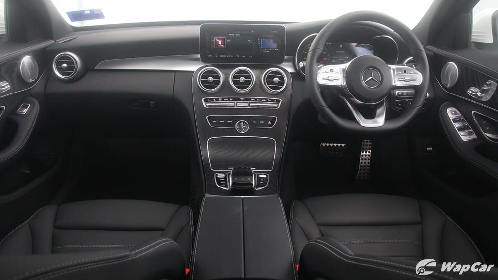 2018 Mercedes-Benz C-Class C 300 AMG Line Interior 002