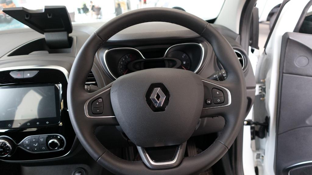 2017 Renault Captur TCe 120 EDC (CKD) Interior 005