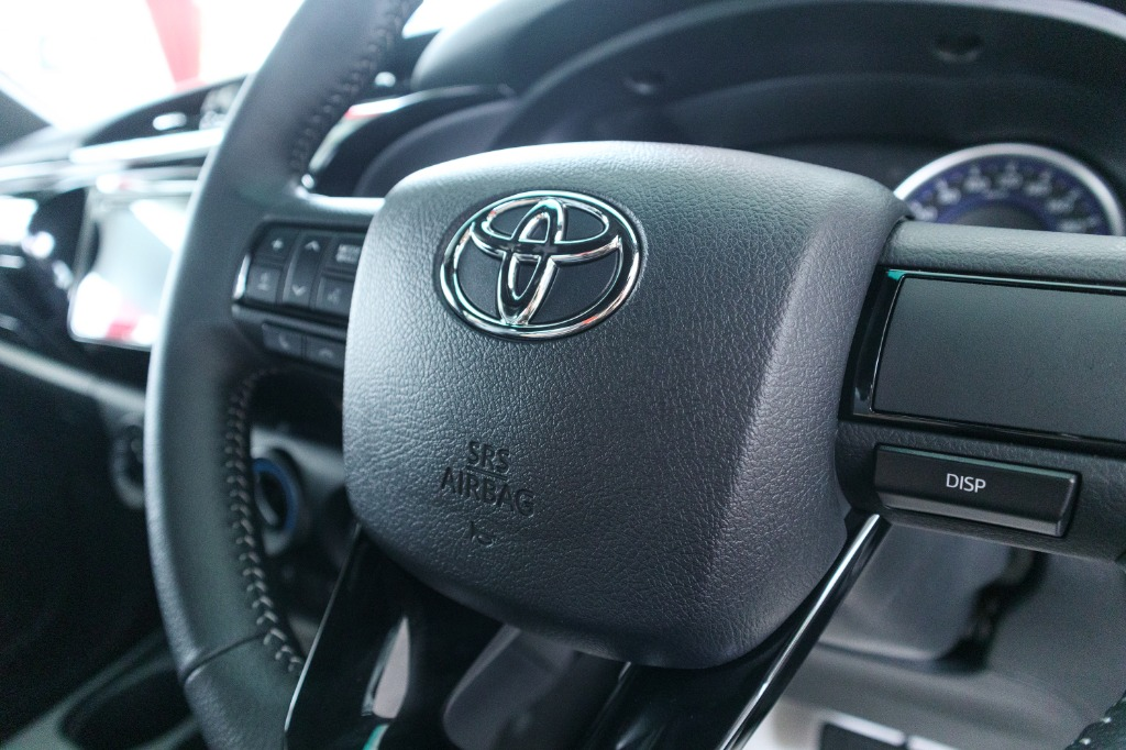 2018 Toyota Hilux Double Cab 2.4 L-Edition AT 4x4 Interior 006