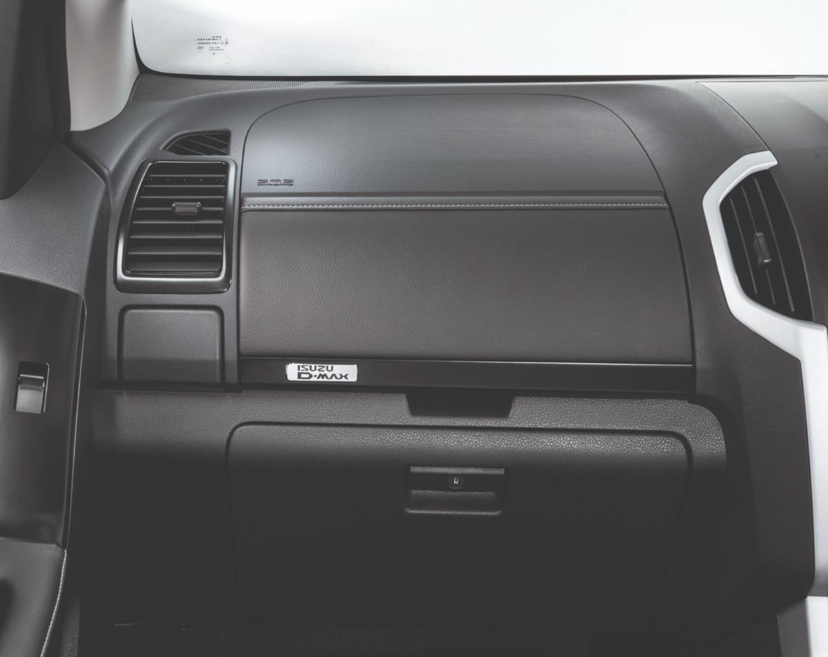 Isuzu D-MAX (2019) Interior 005