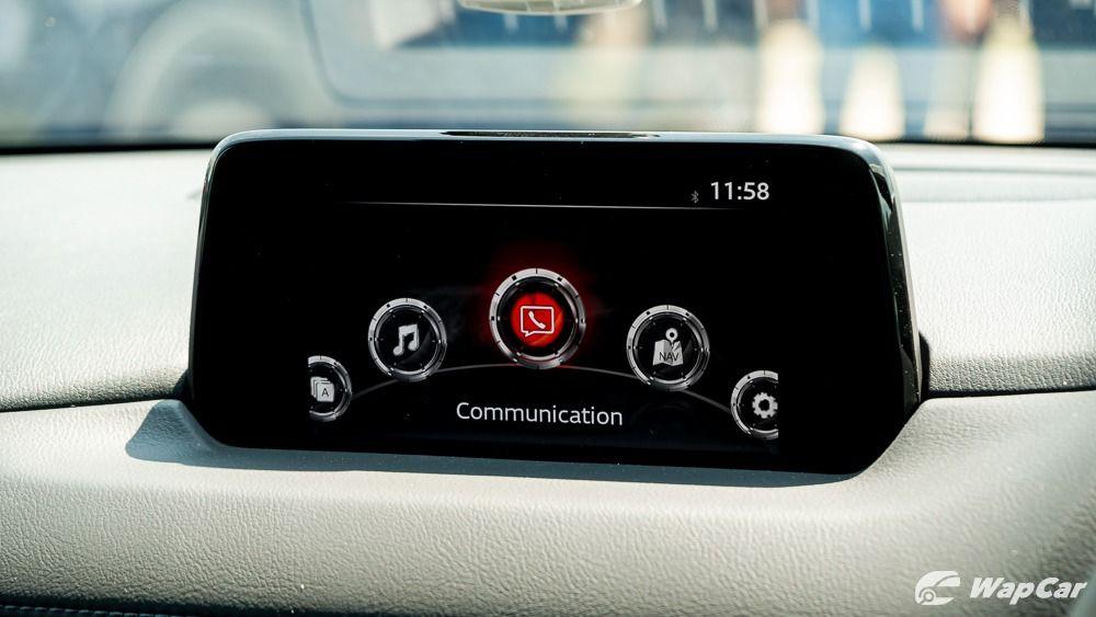 2019 Mazda CX-8 touchscreen