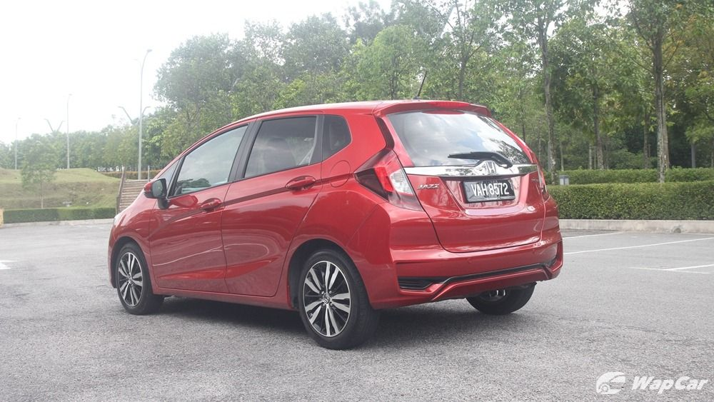 honda jazz red-I'm just looking for some advice on this. Does honda jazz red have boot space? What did i just find!11