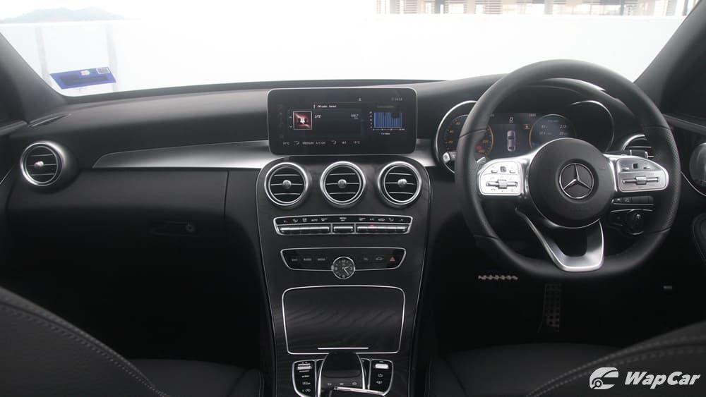2018 Mercedes-Benz C-Class C 300 AMG Line Interior 001