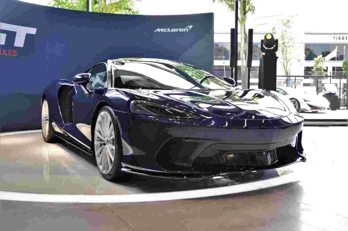 Here are some cars that go fast in style and comfort like the 620 PS McLaren GT