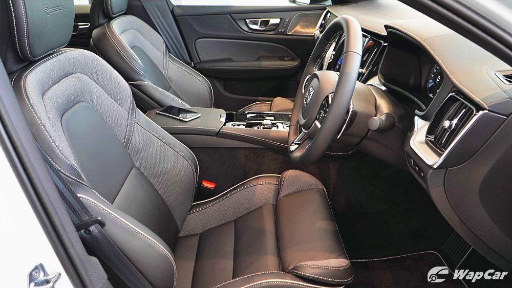 2020 Volvo S60 T8 PHEV R-Design Interior 003