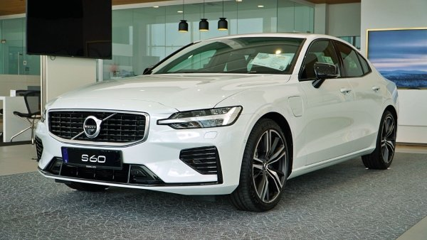 Photo Library: 2020 CKD Volvo S60 T8 R-Design