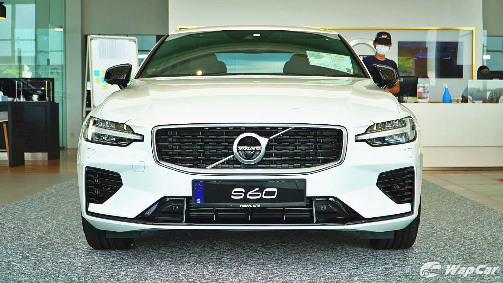 2020 Volvo S60 T8 PHEV R-Design Exterior 003