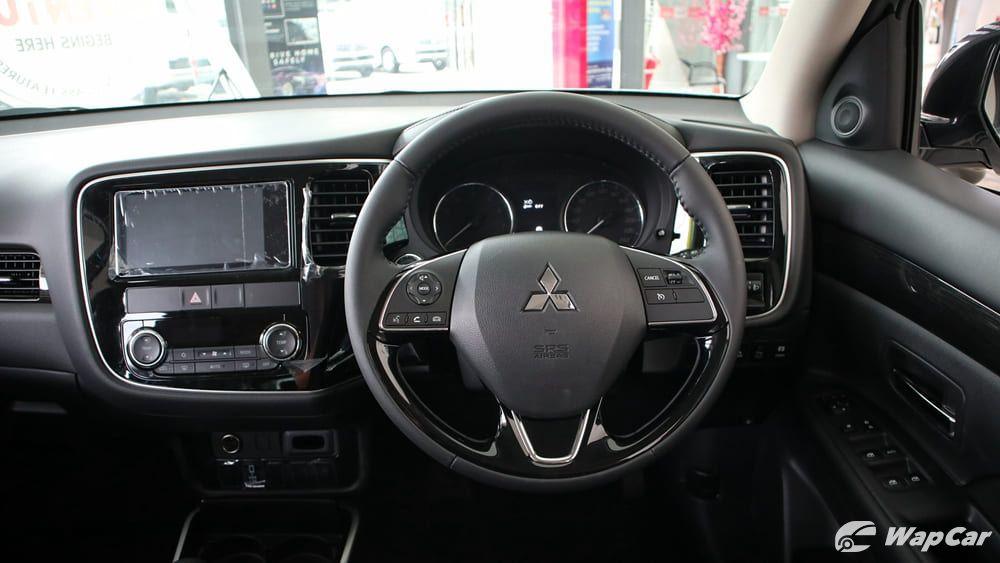 2018 Mitsubishi Outlander 2.0 CVT (CKD) Interior 003