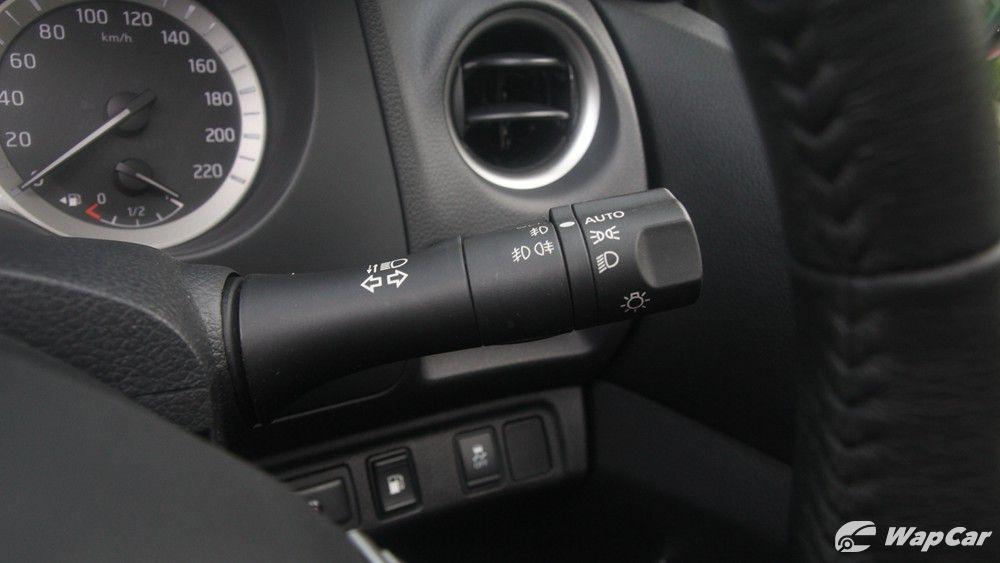 2018 Nissan Navara VL 2.5 (A) Interior 010