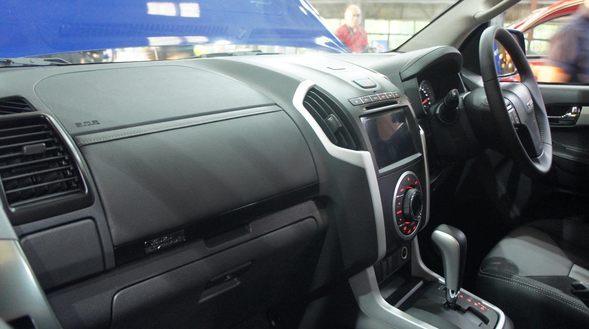 Isuzu D-MAX (2019) Interior 003