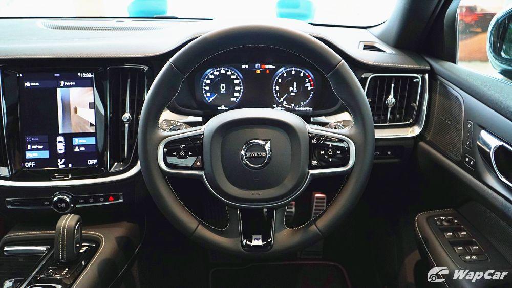 2020 Volvo S60 T8 PHEV R-Design Interior 004