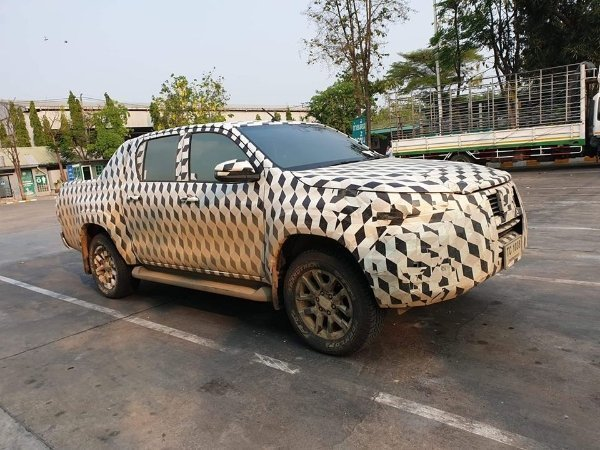 Spyshot: New 2020 Toyota Hilux facelift seen, Malaysia debut in 2021?