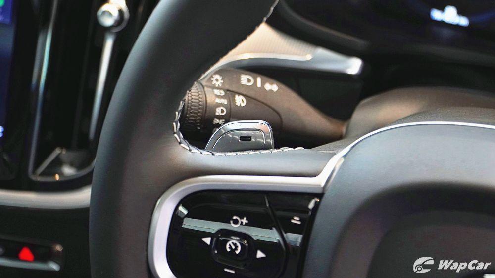 2020 Volvo S60 T8 PHEV R-Design Interior 007