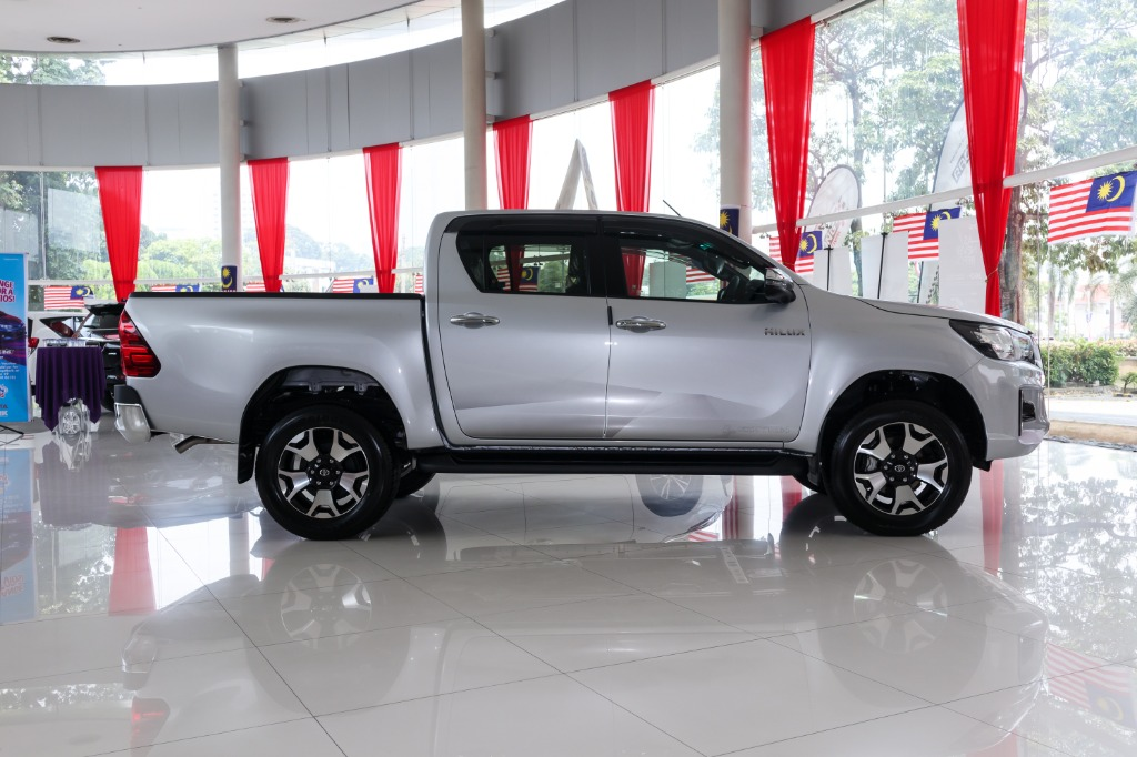 2018 Toyota Hilux Double Cab 2.4 L-Edition AT 4x4 Exterior 003