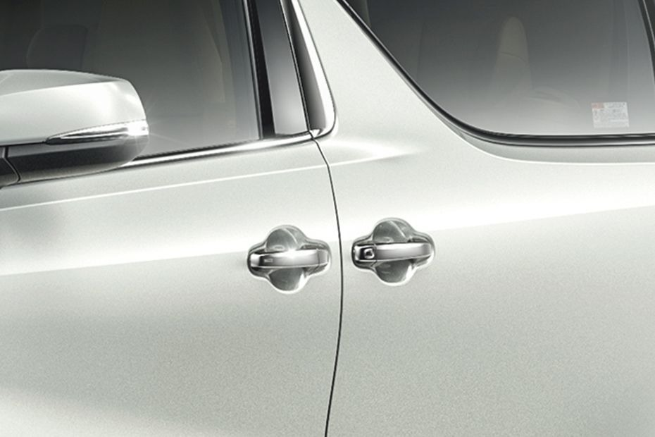 Toyota Alphard (2018) Exterior 008