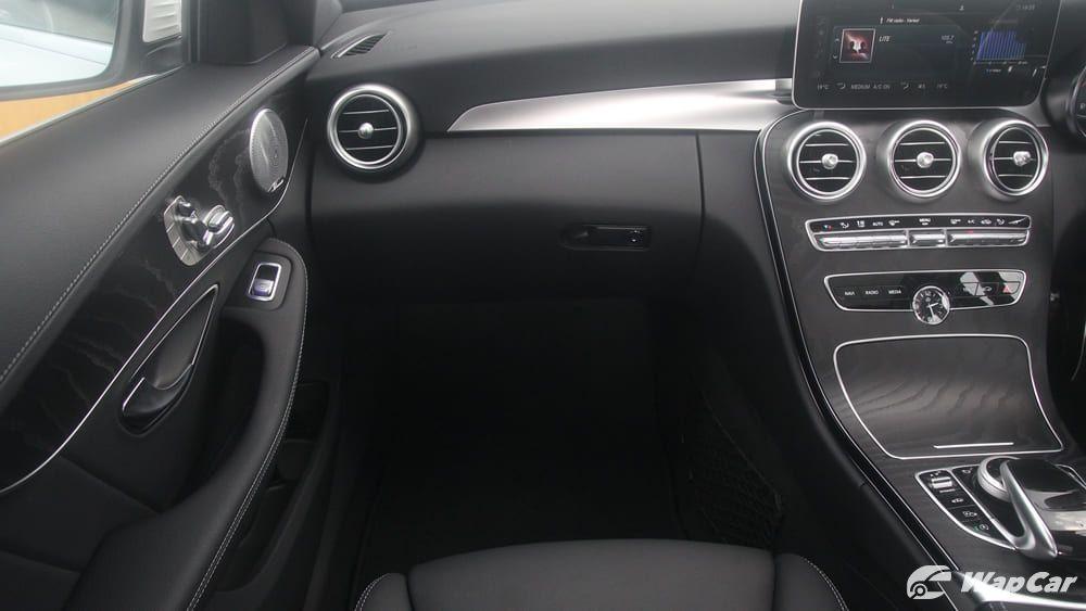 2018 Mercedes-Benz C-Class C 300 AMG Line Interior 003