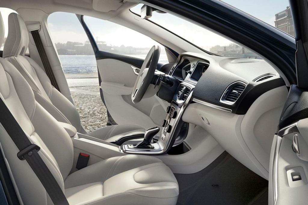 Volvo V40 (2018) Interior 001