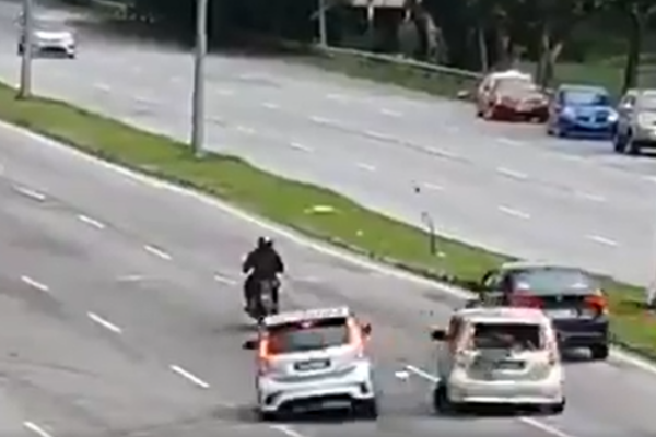 Watch: Perodua Myvi brakes to 'kepochi' Bomba, causes an accident